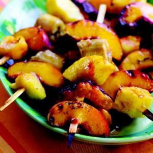 Spiedini fiammeggiati di frutta fresca