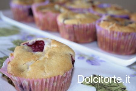 Muffin alla ricotta e more